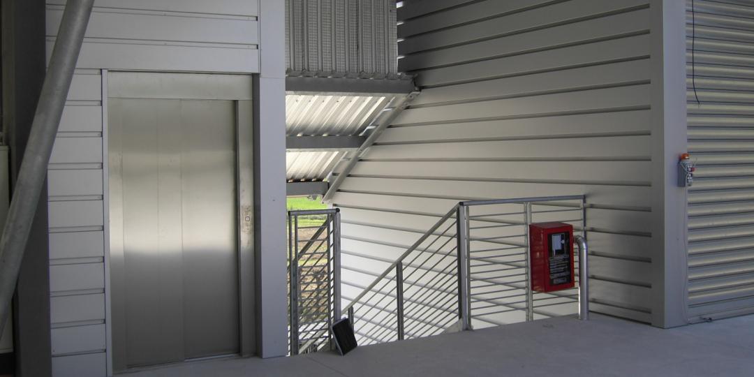 http://progecostrutture.com/wp-content/uploads/2016/07/Immagine-ascensore-2-1080x540.png
