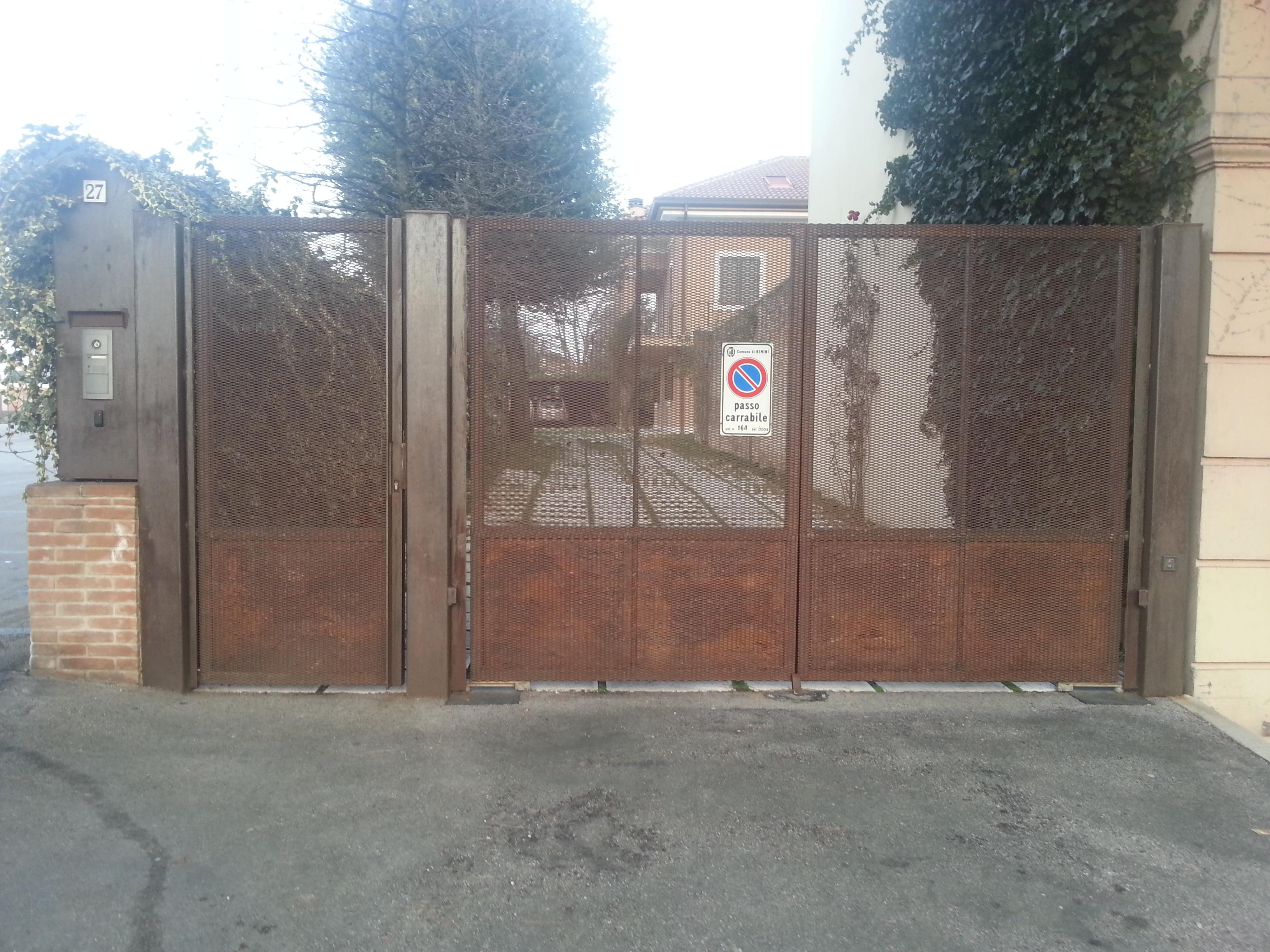 https://progecostrutture.com/wp-content/uploads/2016/07/cancello_carrabile_a_due_ante_più_cancello_pedonale_forlì84823.jpg