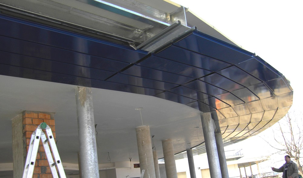 https://progecostrutture.com/wp-content/uploads/2016/07/copertura_metallica_pannelli_alluminio_igea_marina_rimini_164159.jpg