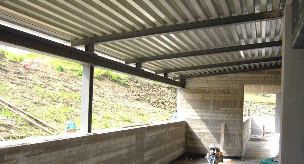 https://progecostrutture.com/wp-content/uploads/2016/07/copertura_struttura_metallica_in_lamiere_acciaio_san_marino_164348-1000x540.jpg
