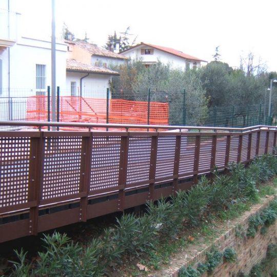 http://progecostrutture.com/wp-content/uploads/2016/07/passerella_ciclabile_con_struttura_in_acciaio_verniciato_a_polvere_cattolica166586-540x540.jpg