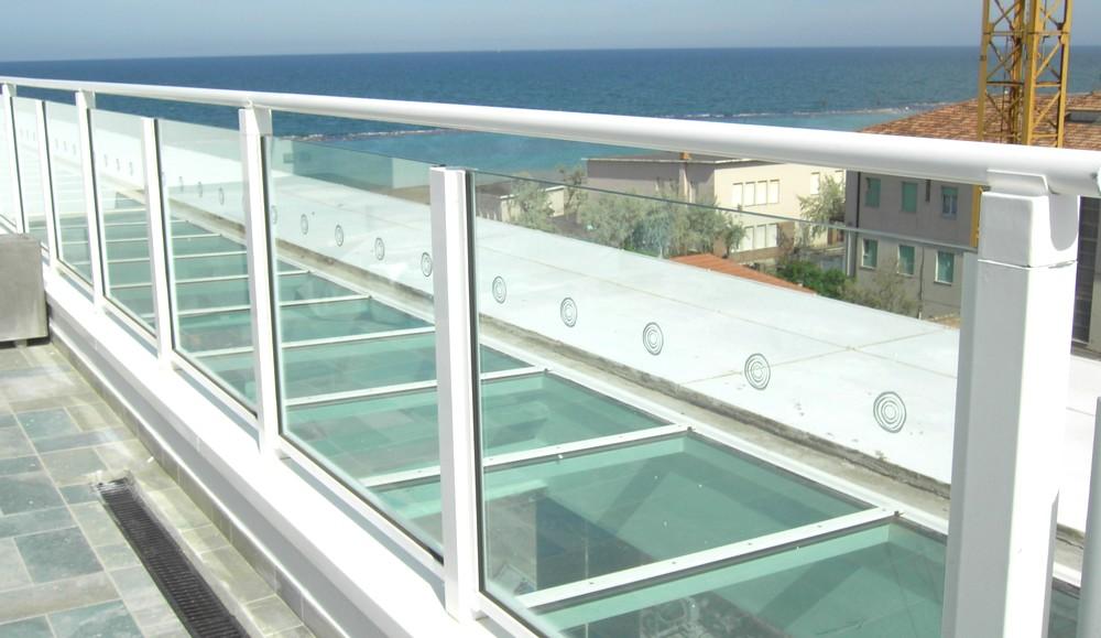 http://progecostrutture.com/wp-content/uploads/2016/07/pensilina_acciaio_zincato_copertura_in_vetro__igea_marina_rimini_128603.jpg