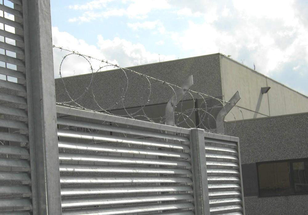 https://progecostrutture.com/wp-content/uploads/2016/07/recinzione_acciaio_di_sicurezza_antintrusione_san_marino_242353.jpg