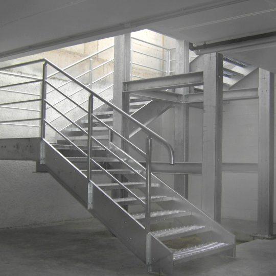 http://progecostrutture.com/wp-content/uploads/2016/07/scala_servizio_con_vano_ascensore_rimini-1-540x540.jpg