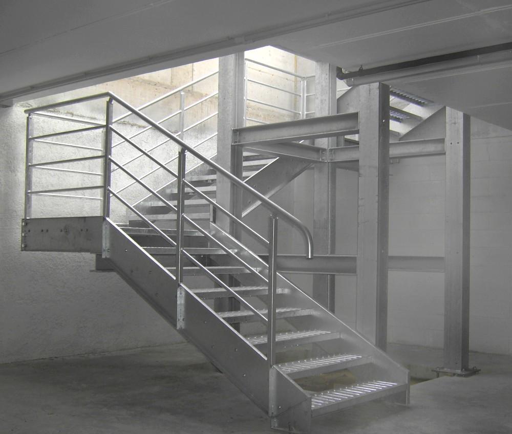 https://progecostrutture.com/wp-content/uploads/2016/07/scala_servizio_con_vano_ascensore_rimini-1.jpg