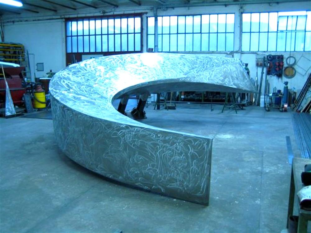 http://progecostrutture.com/wp-content/uploads/2016/07/scultura-in-acciaio-inox-130458.jpg