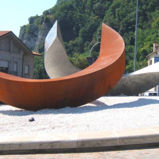 http://progecostrutture.com/wp-content/uploads/2016/07/scultura-in-acciaio-inox-234914-540x540.jpg