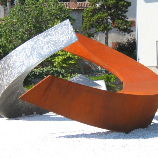 http://progecostrutture.com/wp-content/uploads/2016/07/scultura-in-acciaio-inox-378223-540x540.jpg