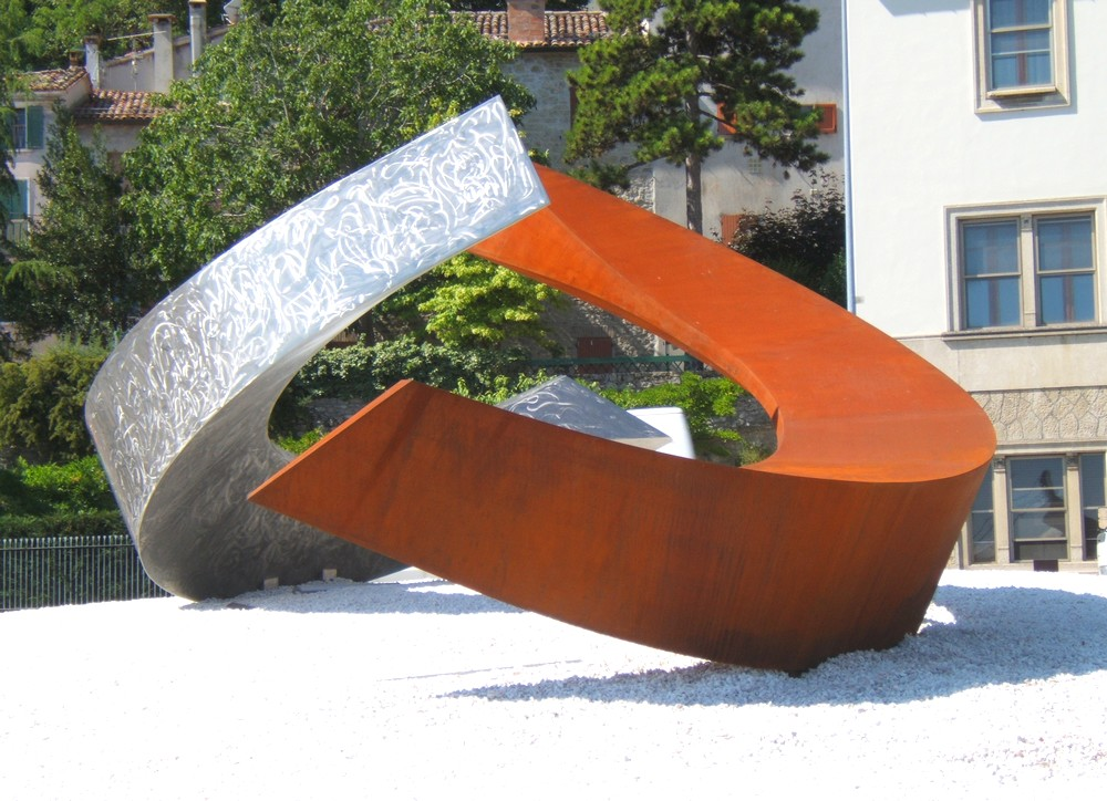 https://www.progecostrutture.com/wp-content/uploads/2016/07/scultura-in-acciaio-inox-378223.jpg