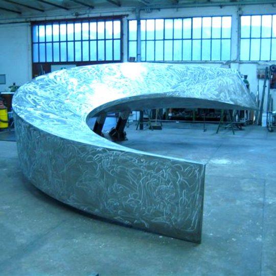 http://progecostrutture.com/wp-content/uploads/2016/07/scultura_in_acciao_inox_acciao_corten_realizzata_in_occasione_del_semestre_di_presidenza_sammarinese_ideata_da_leonardo_blanco_san_marino43833-540x540.jpg
