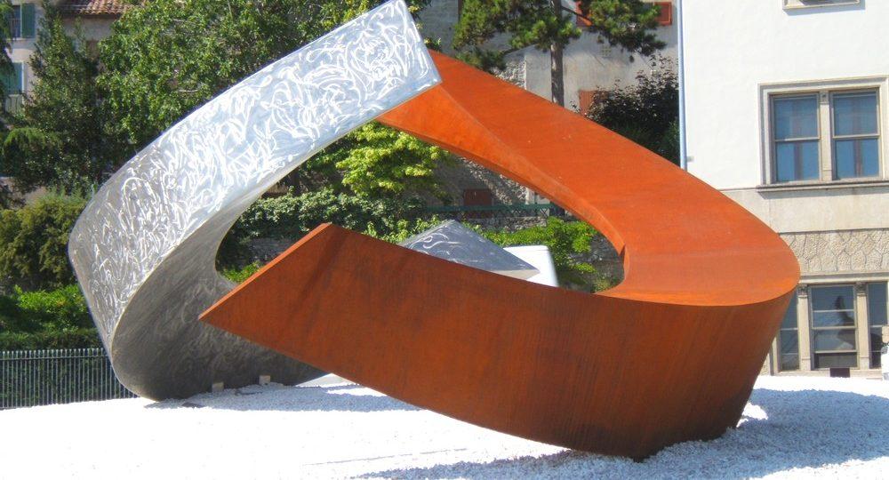 http://progecostrutture.com/wp-content/uploads/2016/07/scultura_in_acciao_inox_acciao_corten_realizzata_in_occasione_del_semestre_di_presidenza_sammarinese_ideata_da_leonardo_blanco_san_marino_289662-1000x540.jpg