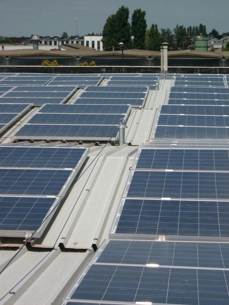 https://progecostrutture.com/wp-content/uploads/2016/07/sistema_di_protezione_anticaduta_linea_vita_abbinata_impianto_fotovoltaico_-Copia34195.jpg