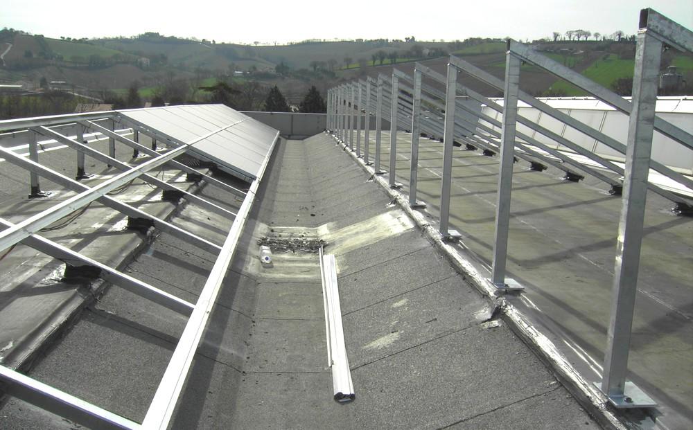 http://progecostrutture.com/wp-content/uploads/2016/07/struttura_fotovoltaico_in_acciao_zincato_ancona40151.jpg