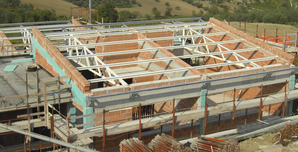 http://progecostrutture.com/wp-content/uploads/2016/07/struttura_matalliche_per-recupero_edilizio_in_acciaio_san_marino1098281.jpg