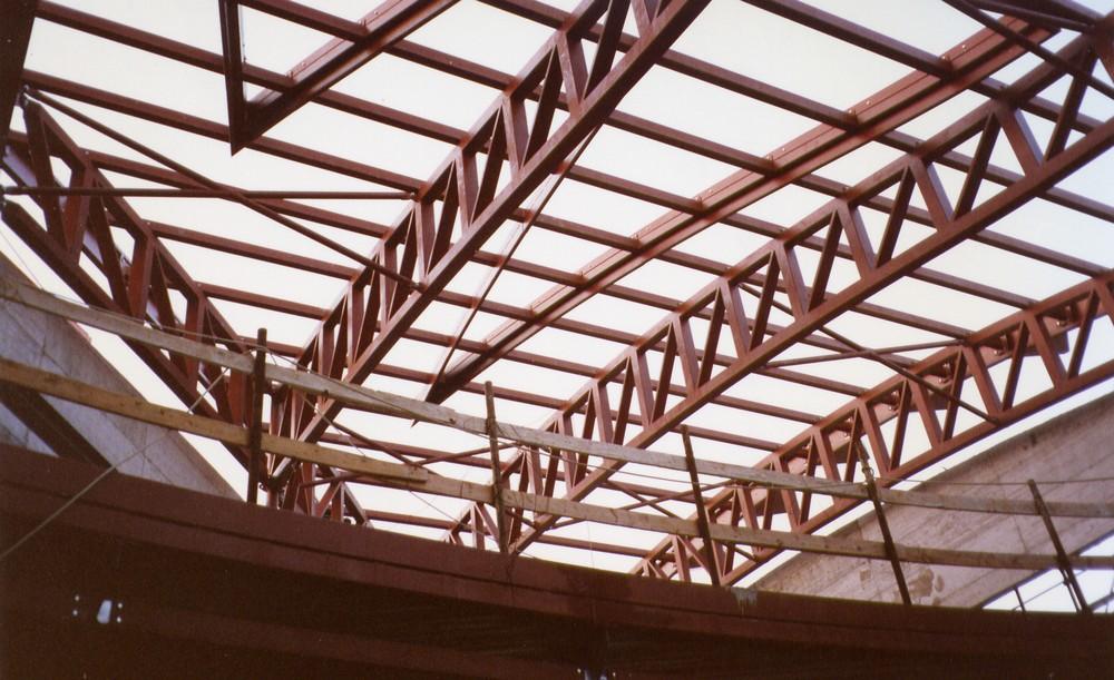 https://www.progecostrutture.com/wp-content/uploads/2016/07/struttura_metallica_commerciale_in_acciaio_san_marino35698.jpg