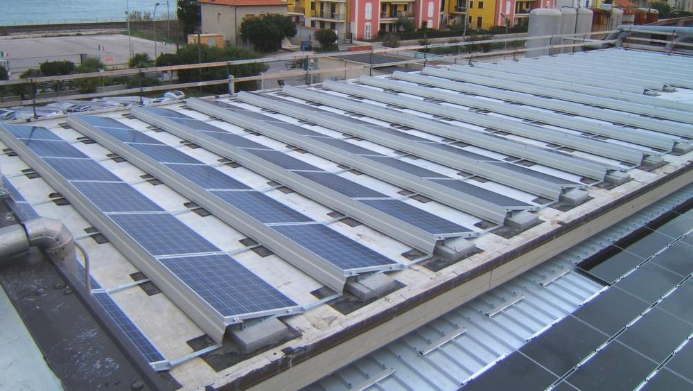 https://progecostrutture.com/wp-content/uploads/2016/07/struttura_per_impianto_fotovoltaico_con_staffe_in_acciaio_civitanovamerche176257.jpg