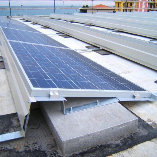 https://progecostrutture.com/wp-content/uploads/2016/07/struttura_per_impianto_fotovoltaico_con_staffe_in_acciaio_civitanovamerche_macerata16781-540x540.jpg