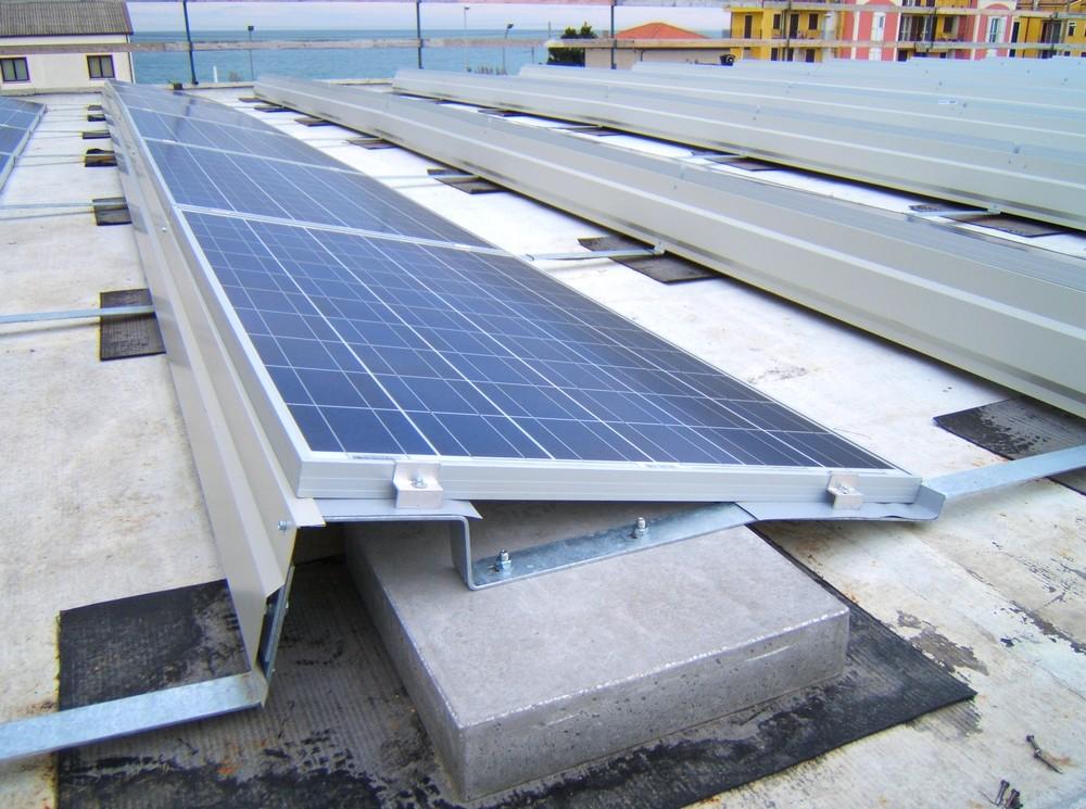 http://progecostrutture.com/wp-content/uploads/2016/07/struttura_per_impianto_fotovoltaico_con_staffe_in_acciaio_civitanovamerche_macerata16781.jpg