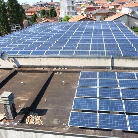 http://progecostrutture.com/wp-content/uploads/2016/07/struttura_per_impianto_fotovoltaico_con_staffe_in_acciaio_rimini_316772-540x540.jpg