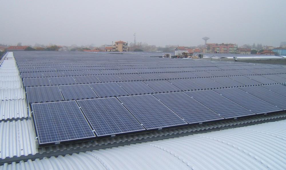 http://progecostrutture.com/wp-content/uploads/2016/07/struttura_per_impianto_fotovoltaico_in_acciaio_bellaria_rimini51614.jpg