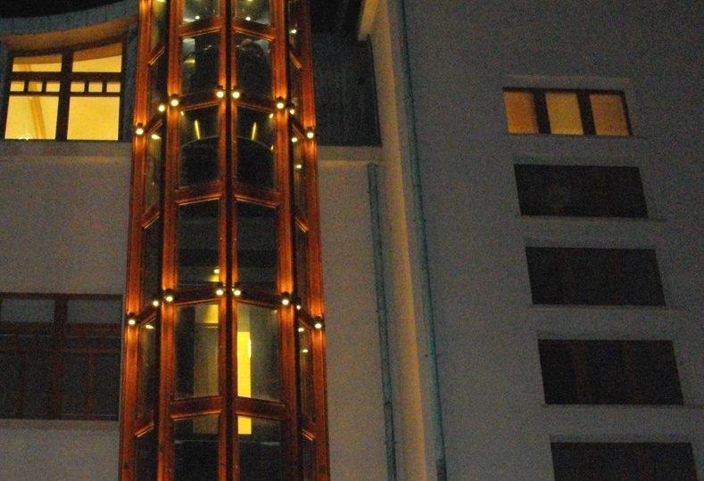 http://progecostrutture.com/wp-content/uploads/2016/07/struttura_per_vano_ascensore_corten_tamponato_in_vetro_san_marino_190480-789x540.jpg