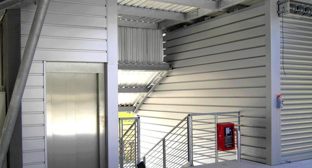 http://progecostrutture.com/wp-content/uploads/2016/07/struttura_per_vano_ascensore_in_acciaio_tamponato_con_doghe_di_alluminio_pesaro29674-1000x540.jpg