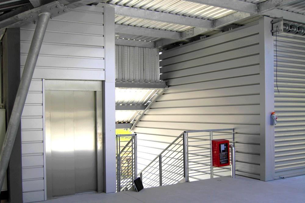 http://progecostrutture.com/wp-content/uploads/2016/07/struttura_per_vano_ascensore_in_acciaio_tamponato_con_doghe_di_alluminio_pesaro29674.jpg