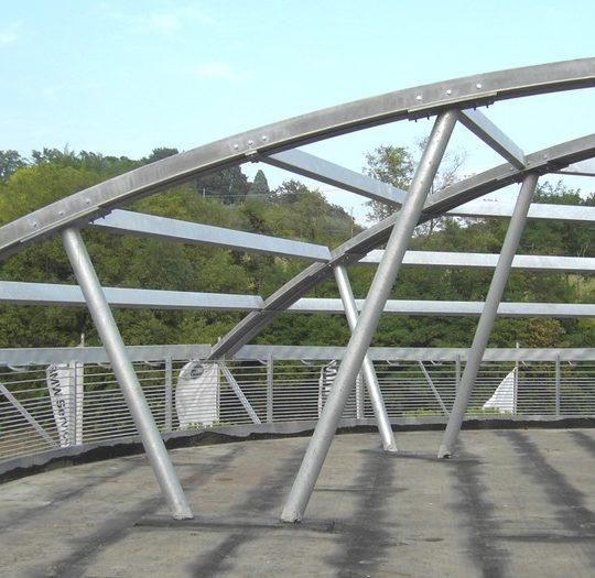 http://progecostrutture.com/wp-content/uploads/2016/07/strutture_metalliche_per_tettoie_in_acciaio_pesaro_134652-540x525.jpg