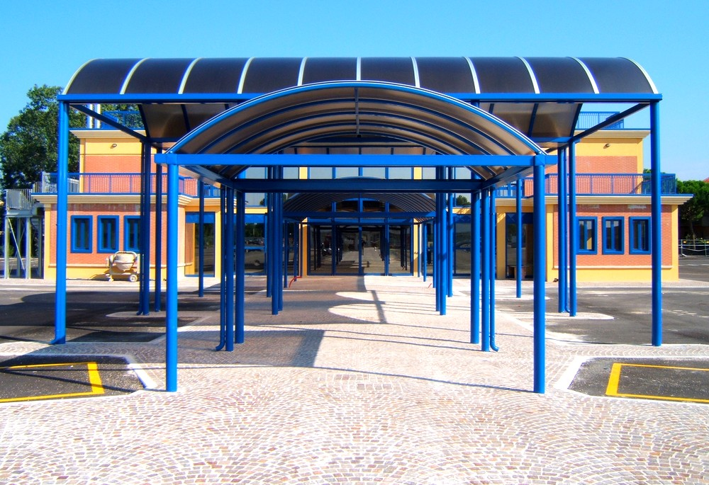 http://progecostrutture.com/wp-content/uploads/2016/07/strutture_metalliche_per_tettoie_in_acciaio_zincato_copertura_in_policarbonato_cattolica_rmini_289662.jpg