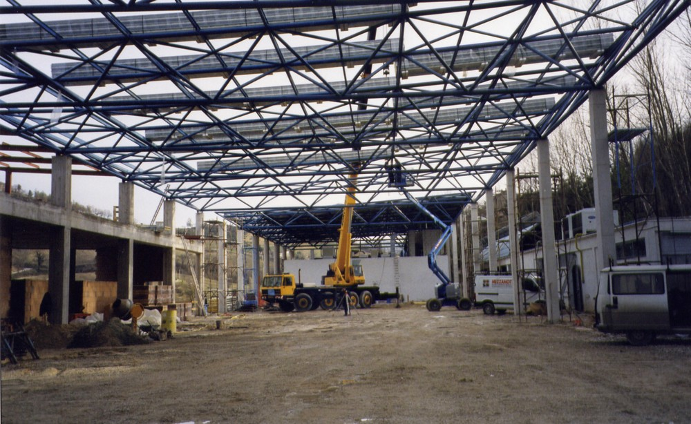 strutture_prefabbricate_industriali_in_acciaio_copertura_tamponamento_in_pannelli_sandwich__pesaro48875.jpg