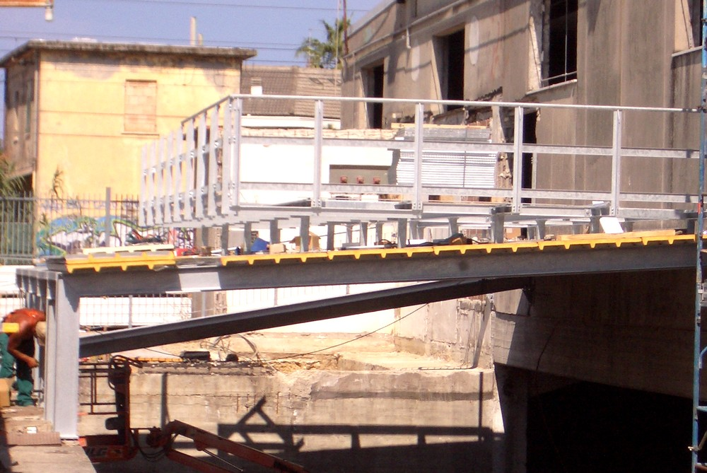 http://progecostrutture.com/wp-content/uploads/2016/07/strutture_prefabbricate_industriali_in_acciaio_zincato_per_il_sotegno_di_macchine_uta_silvi_marina-pescara64348.jpg
