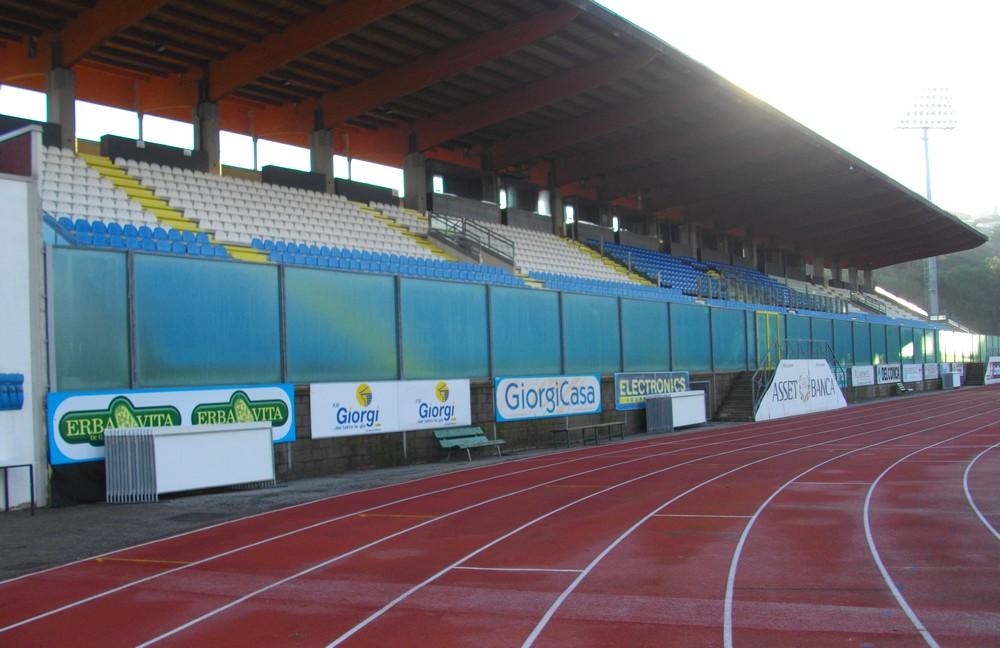 https://www.progecostrutture.com/wp-content/uploads/2016/07/strutture_prefabbricate_sportive_in_acciaio_san_marino63097.jpg