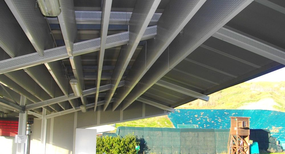 https://www.progecostrutture.com/wp-content/uploads/2016/07/strutture_prefabbricate_sportive_in_acciaio_san_marino_319474-1000x540.jpg
