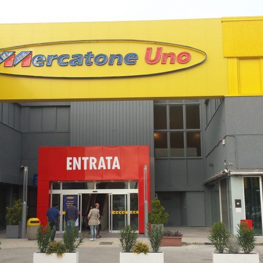 https://progecostrutture.com/wp-content/uploads/2016/07/totem_con_struttura_in_acciaio_zincato_e_tamponamento_in_alluminio_civitanova_marche284204-540x540.jpg