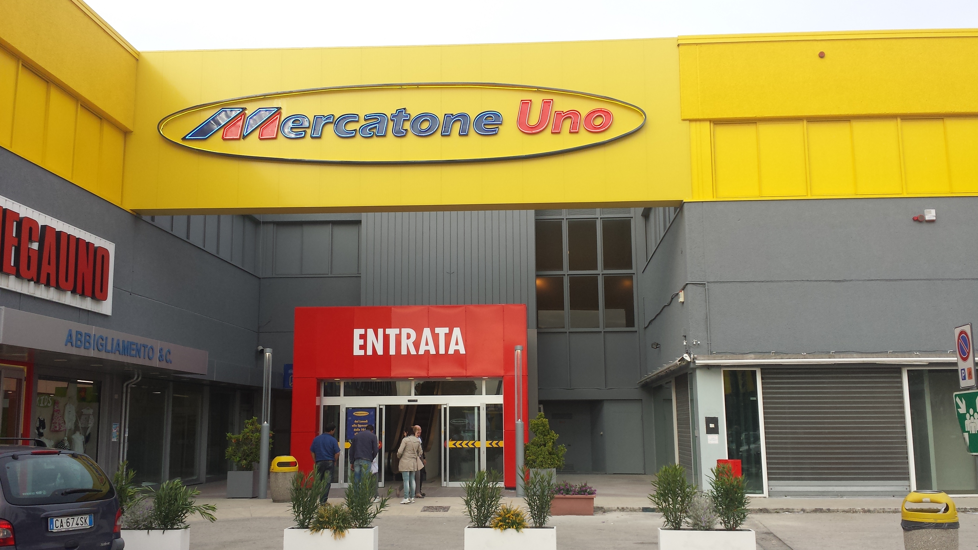 https://progecostrutture.com/wp-content/uploads/2016/07/totem_con_struttura_in_acciaio_zincato_e_tamponamento_in_alluminio_civitanova_marche284204.jpg