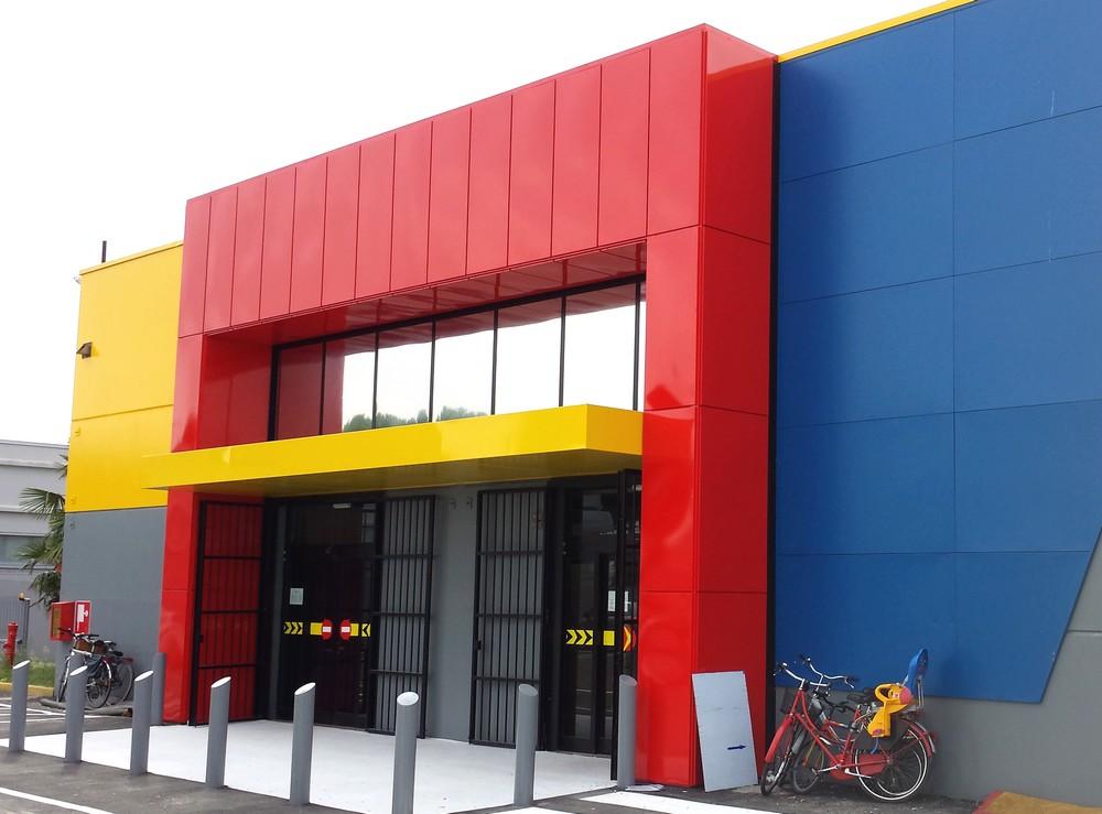 https://progecostrutture.com/wp-content/uploads/2016/07/totem_con_struttura_in_acciaio_zincato_e_tamponamento_in_alluminio_occhibello_rovigo78309.jpg