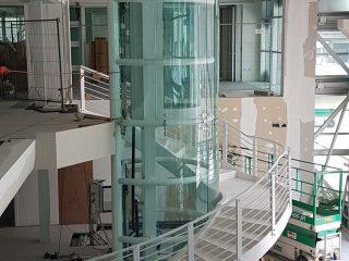 Scala servizio con vano ascensore